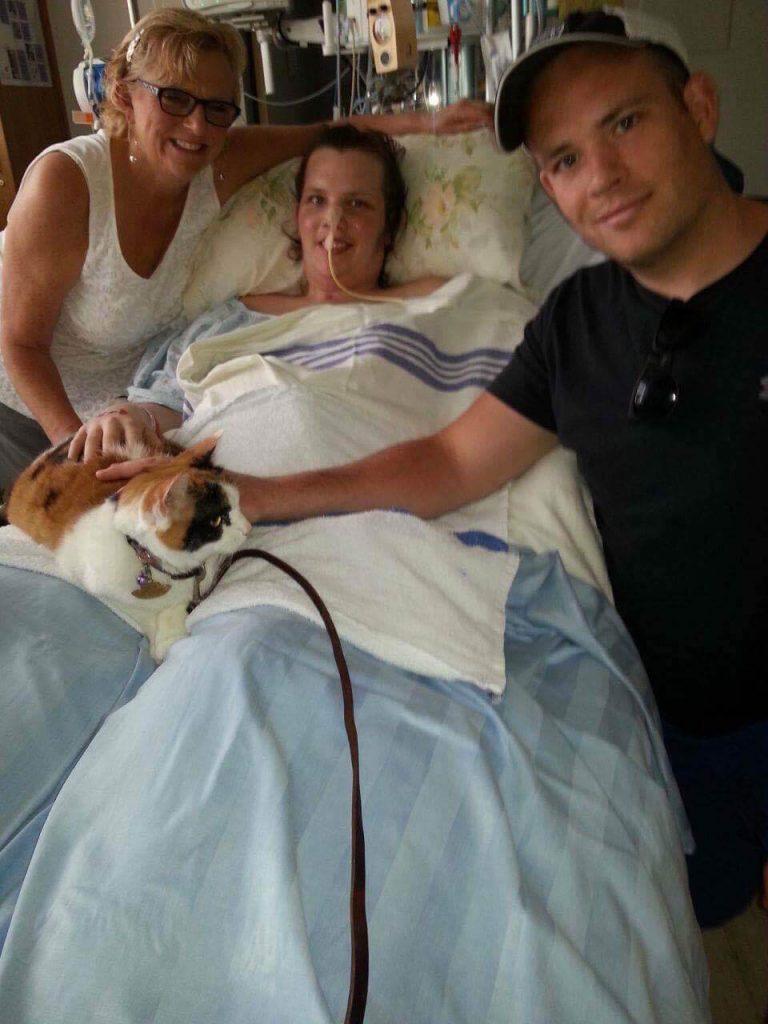 Ashley Ruelland dans son lit d'hôpital