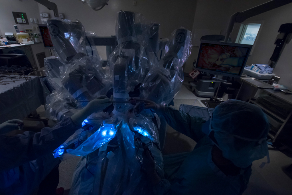 The da Vinci Surgical Systemis a state-of-the-art robotic system